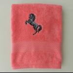 Details: Badetuch Himbeer Pferd